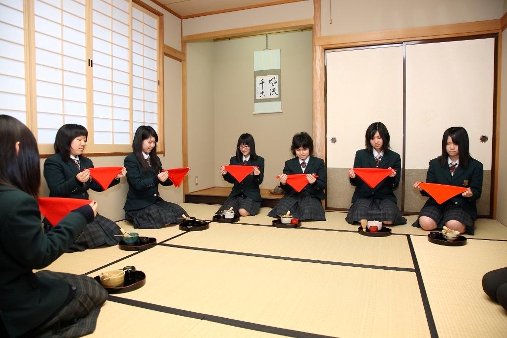 http://www2.shoshi.ed.jp/club/2013.03.03_sado.JPG